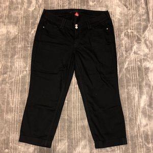 Arizona-Junior Cropped Black Capri's